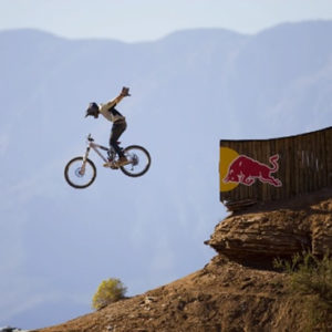 Mountain biker doing a no-hander
